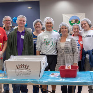 family-volunteer-day_32_31161196598_o.jpg